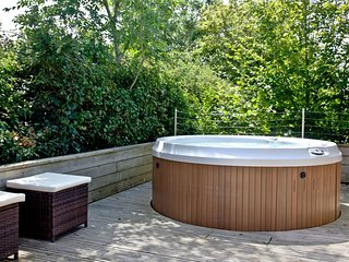 The Sleights, Strawberryfield Park - A two bedroom lodge with a bubbling hot tub