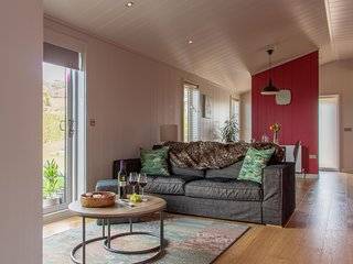 Pomegranate, Strawberryfield Park - A beautiful eco-lodge with stylish furnishin