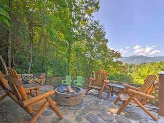 Beautiful Bryson City Home w/ Hot Tub & Mtn Views!