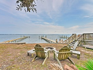 Waterfront Emerald Isle Home w/ Dock Access!