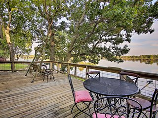 NEW! 'Leisure Land' Cottage w/Deck on Grand Lake