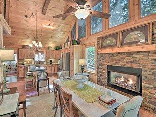 Luxury Blue Ridge Mountain Cabin w/Deck!