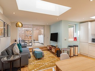 Stunning 2 Bed House w/Patio nr Battersea