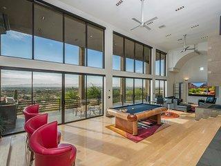 Modern Mountainside Mansion - Infinite Views!