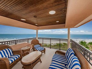 Million-Dollar Views! 3 Balconies! Spacious beachfront townhome for families or