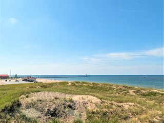 LK MI Beach Condo - Best View In Manistee
