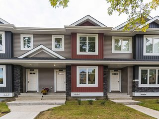 Brand New Stylish Townhome close to Downtown