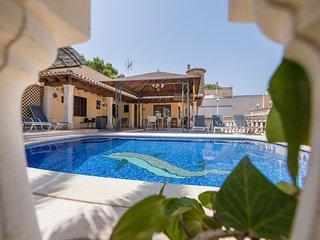 Arenal - hubsches Haus mit Pool und Garten