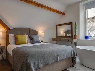 3 Bedroom - 2BR - Apartment - Central Windermere