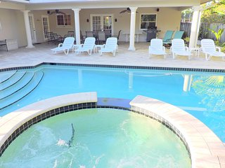 CASA SERENA 5/3 FOR10 GUESTS HEATED POOL & JACUZZI