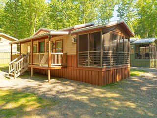 Charming 2 Bedroom Cottage in Wild Acres RV Resort