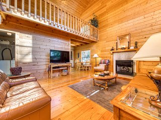 Dog-friendly cabin in the woods w/ fireplace, pool table, & hot tub