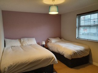 2 Bedroom, Spacious, Homely Apartment - Central