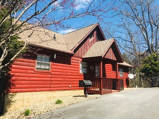 1 mile to Dollywood ,Mountain view, 2b2bcozy Cabin