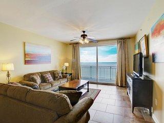 Beachfront corner condo w/ huge Gulf view & shared pools, gym & arcade!