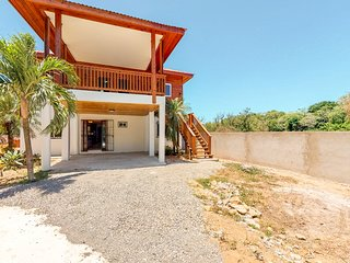 Apartment in nature with balcony & wood floors - just 1 mile to the beach!