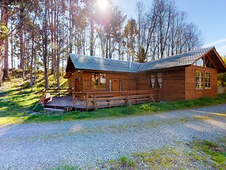 Inviting rural cabin surrounded by trees and near Ranco Lake
