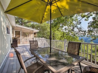 NEW! Hillside Rogers Cottage w/ Beaver Lake Views!