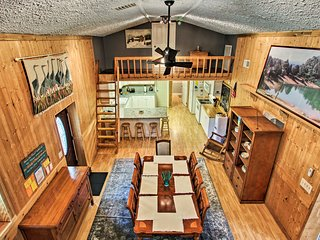 Family Home w/Covered Patio on Douglas Lake!