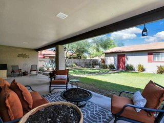 Walking distance to PHX College, Great for Families- BBQ, FREE GOLF! Minutes to