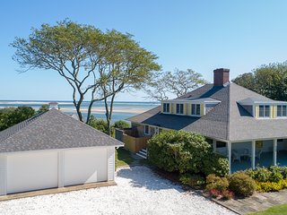 Just Renovated, Walk to Beach and Town, Superb Elevated Ocean Views: 568-C