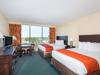 DR-7470WIBM. Spacious Resort Rooms with 2 Queen Beds Near Disney