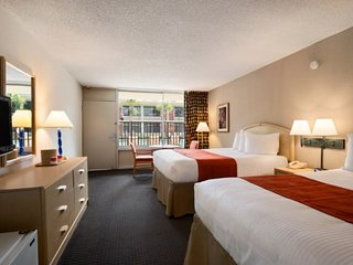 SR-7470WIBM. Spacious Resort Rooms with 2 Queen Beds Near Disney