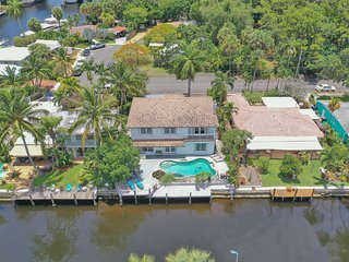 Beautiful 5 bdrm/3.5 bath Waterfront home w/pool!