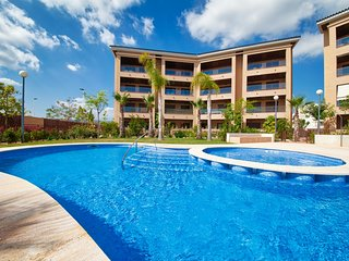 A super chic modern apartment with 2 bedrooms and 2 bathrooms 2 mins from Beach