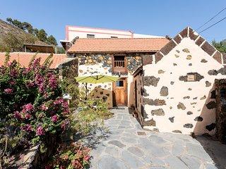 HomeLike Stunning Rustic House El Pinar, Wifi- Pestilla2