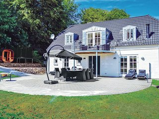 Amazing home in Juelsminde w/ WiFi and 4 Bedrooms
