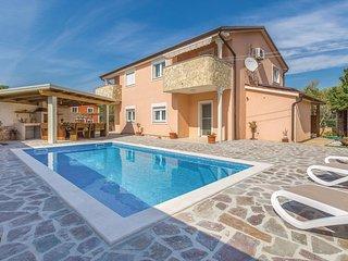 Stunning home in Kaldanija w/ WiFi, 4 Bedrooms and Outdoor swimming pool