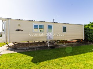 Luxury caravan for hire at Southview Holiday park near Skegness ref 33006M