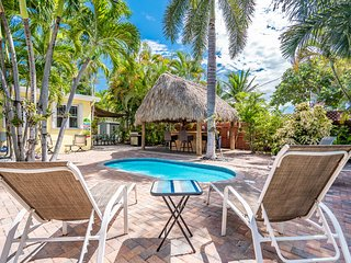 Tiki Getaway 3/2 For 7 Heated Pool, Tiki Hut, Bar