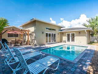 Walk to Beach-Heated Pool-3/2 for 10 Guests