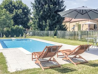 Nice home in Lalinde w/ WiFi, Outdoor swimming pool and 2 Bedrooms (FAD191)