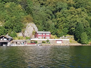 Amazing home in Farsund w/ 4 Bedrooms (NVK075)