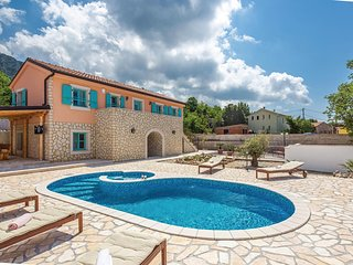 Amazing home in Grizane w/ WiFi, 3 Bedrooms and Outdoor swimming pool