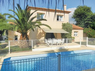 Beautiful home in Sainte Maxime w/ 4 Bedrooms