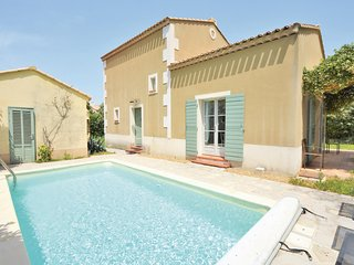 Beautiful home in St.-Rémy-de-Provence w/ WiFi and 3 Bedrooms