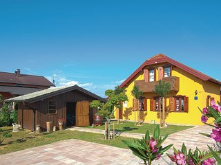 Beautiful home in Sv.Juraj na Bregu w/ Sauna, WiFi and 2 Bedrooms