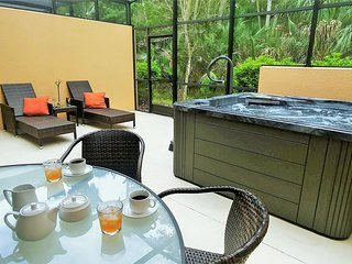 Perfect couples retreat; private jacuzzi, conservation view, walk to restaurants
