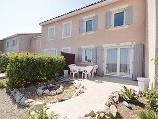 Nice home in Calvisson w/ WiFi and 2 Bedrooms (FLG463)
