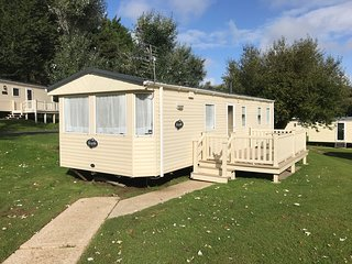 3 Bedroom Caravan (KG37), Shanklin, Sleeps 6-8, Pet Friendly, Free WiFi