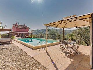 Licht vakantiehuis met een breed uitzicht op wijnvelden