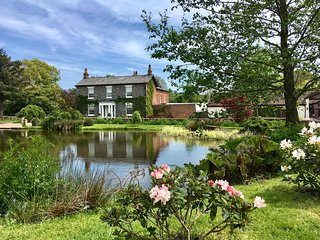 Georgian Country House set in 14 acre of Grounds complete with Lake