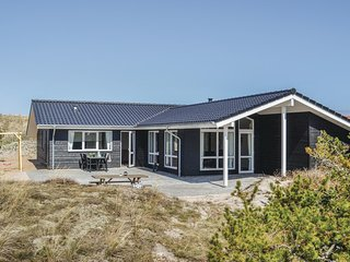 Nice home in Hvide Sande w/ Sauna, WiFi and 4 Bedrooms