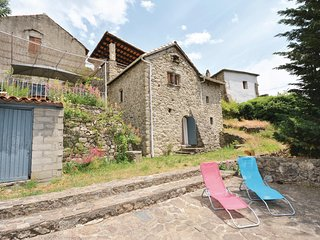 Stunning home in St André d Majencoules w/ 3 Bedrooms