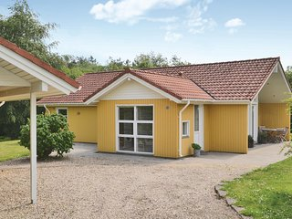 Nice home in Oksbøl w/ WiFi and 3 Bedrooms (P42383)