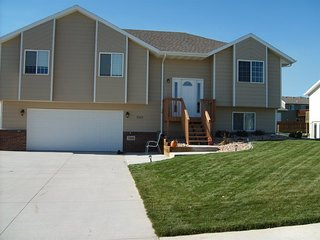 Beautiful Summerset Home - 18 miles to Sturgis!